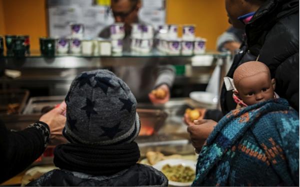Agir pour la solidarité en servant des repas chauds aux personnes en difficulté